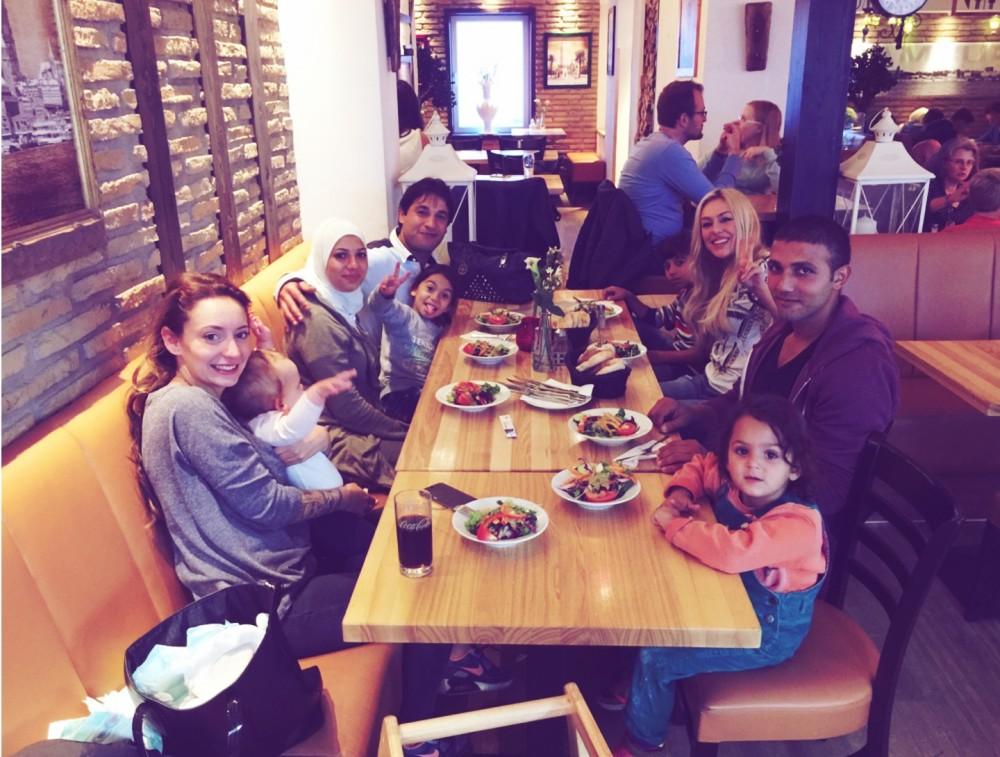 Restaurant-Besuch mit Familie Basta, Samo und seiner Tochter